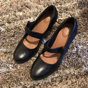 Clarks black Mary jeans heels 🌸
